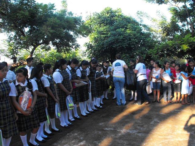 donacionutilesescolaressanandrestuxtla2011a