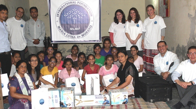 entrega de ayudas orfanato india003