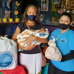 La Fundación entregó ayuda humanitaria a madre cabeza de hogar en Acandí, Chocó.