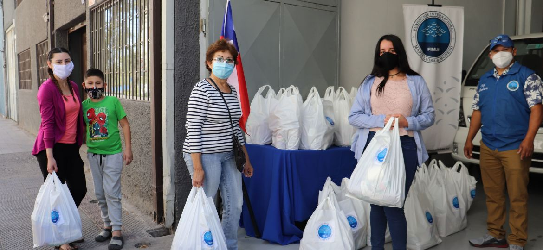 Entrega de ayuda a familias afectadas por la pandemia del covid-19