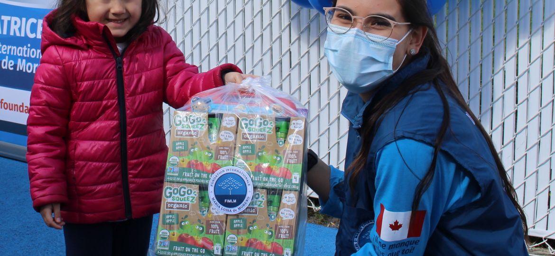 Niños reciben con alegria kits didacticos en la guarderia Jardin au Bois