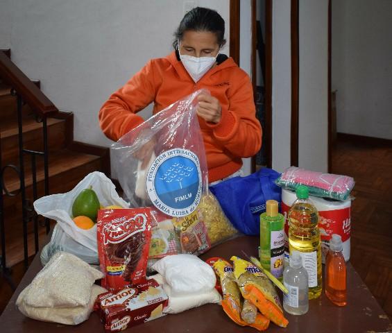 Más familias en Ecuador reciben canastas de víveres y kits de aseo