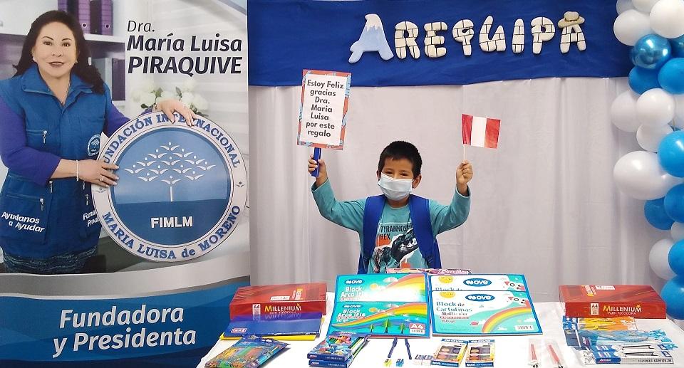 A1 Entrega de kits escolares en Arequipa